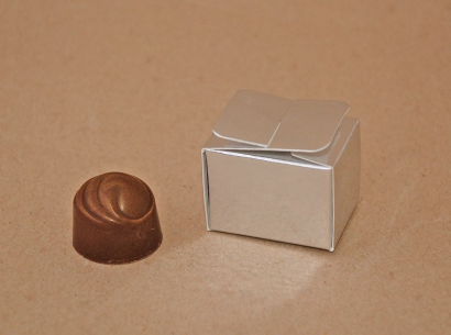 Krabička jednopralinková stříbrná