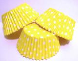 Papírové košíčky žluté puntíkované