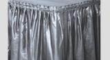 Plastový rautový ubrus  stříbrný  426 x 73 cm