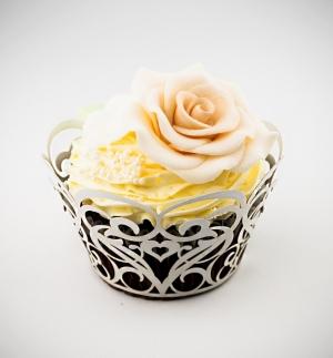 Košíčky na cupcakes  12 ks  bílá perleť srdce