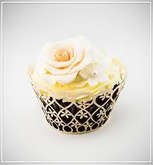 Košíčky na cupcakes  12 ks  zlaté - květiny